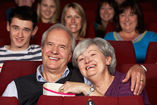 Παρακολουθώ μία ταινία στον κινηματογράφο